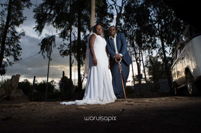 top kenyan wedding photographer waruisapix in karen at a curio shop-91