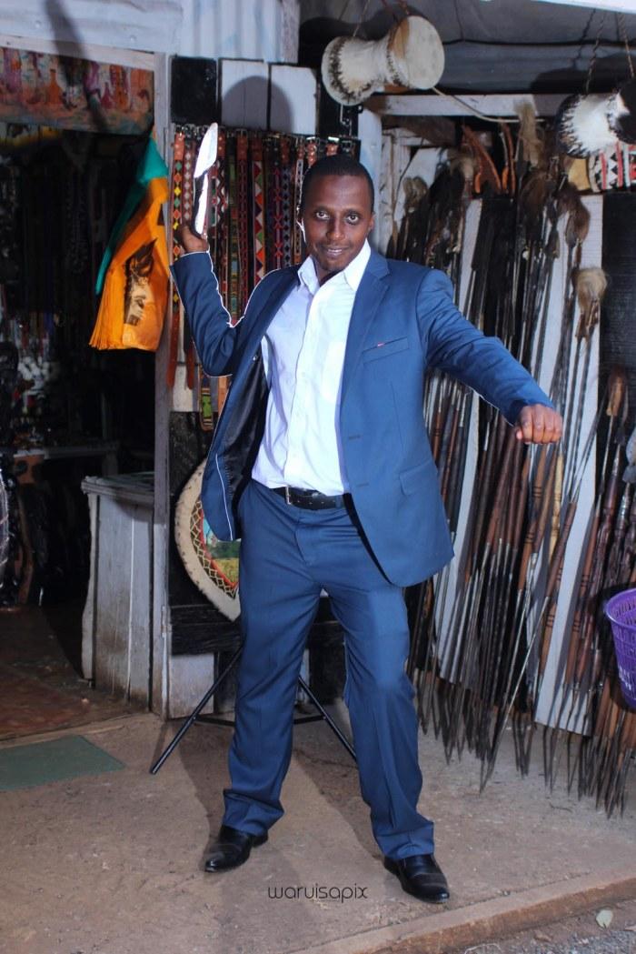 top kenyan wedding photographer waruisapix in karen at a curio shop-94