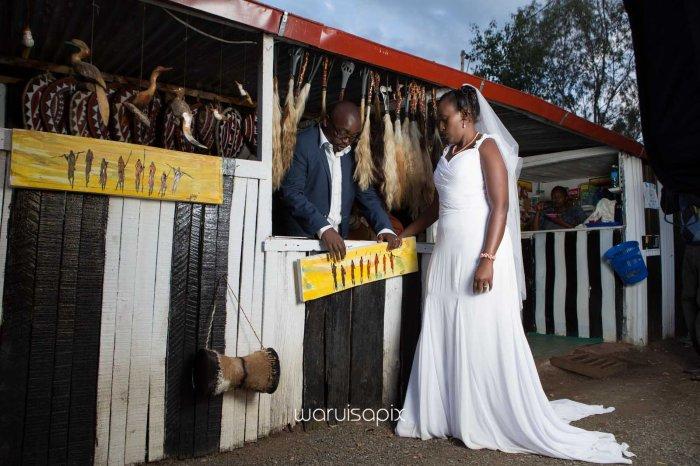 top kenyan wedding photographer waruisapix in karen at a curio shop-95