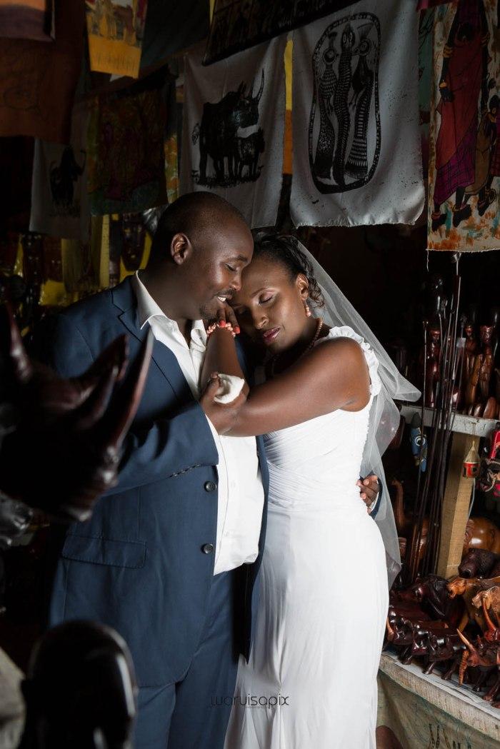 top kenyan wedding photographer waruisapix in karen at a curio shop-99